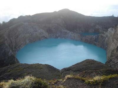 Jatuh Cinta dengan Tiga Warna Cantik Danau Kelimutu
