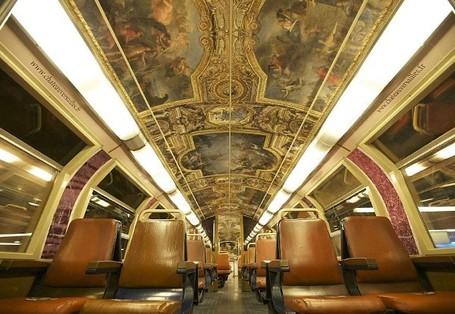 Keren! Istana Versailles Pindah ke Dalam Gerbong Kereta
