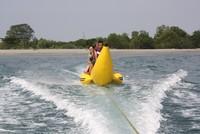 Bermain Banana Boat di Tanjung lesung