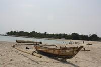 Perahu nelayan yang ada di bibir pantai