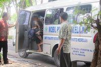 Sebagian pasien remaja di Rumah Sakit Jiwa Soeharto Heerdjan yang berlokasi Grogol, Jakarta Barat merupakan limpahan dari dinas sosial. Ada yang merantau untuk mencari penghasilan, namun tidak sukses kemudian stres. Namun ada juga yang memang dikirim oleh keluarganya untuk mendapatkan terapi yang lebih baik. (Foto: detikHealth)