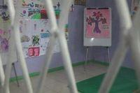 Di tempat ini, para remaja yang menjalani perawatan kejiwaan tetap diberi kesempatan untuk belajar. Ada banyak kegiatan yang bisa dilakukan, mulai dari menggambar, bermain boneka hingga terapi perilaku bagi yang membutuhkan. (Foto: detikHealth)