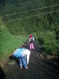 Anak-anak Desa Sembungan, kawan seperjalanan