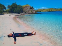 Terkapar Di Pink Beach