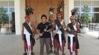 Bersama prajurit penjaga istana Presiden