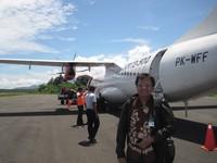 Dengan pesawat  kita bisa berkunjung ke Mamuju melalui bandara Tampa Padang 27 km dari ibu kota Mamuju