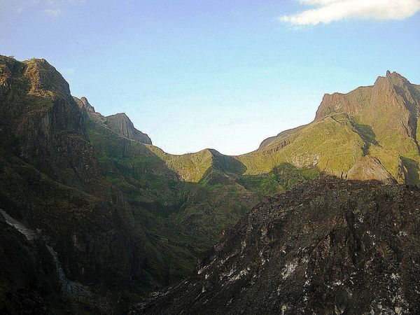 Puncak Gajah Mungkur dan puncak Kelud