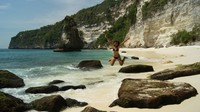Meloncat di Pantai Suwehan