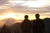 golden sunrise dari bukit sikunir