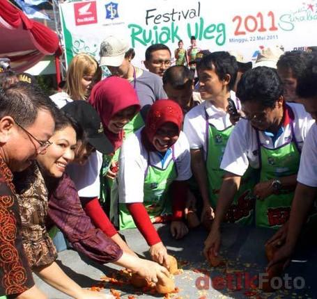 Yang Unik di Surabaya, Festival Rujak Uleg!