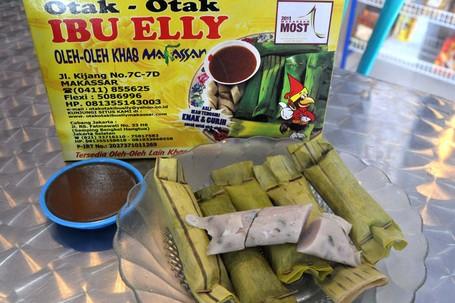 Otak-otak Ibu Elly, Camilan Wajib Coba di Makassar