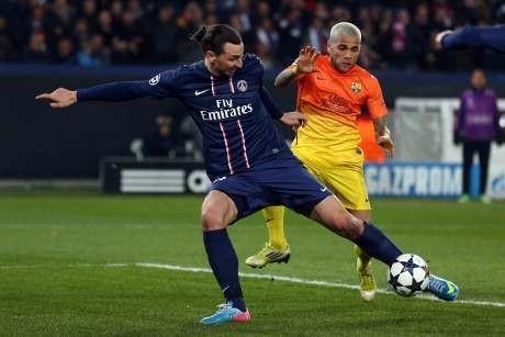 Gol Ibra Offside Dua Meter, Alves Tolak Komentari Wasit