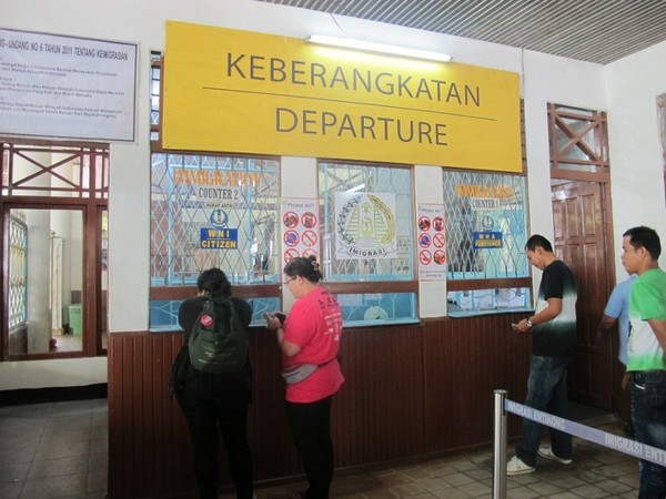 Seperti Inilah Perbatasan Indonesia-Malaysia di Entikong