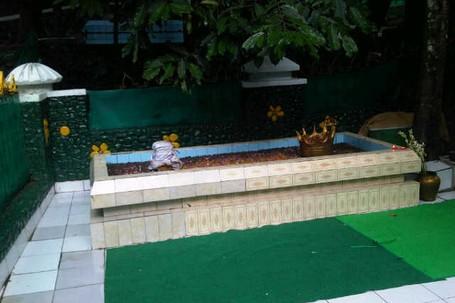 Kisah Makam Keramat di Tengah Kebun Raya Bogor