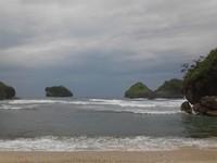 Hamparan Pualau Karang Pantai Goa Cina