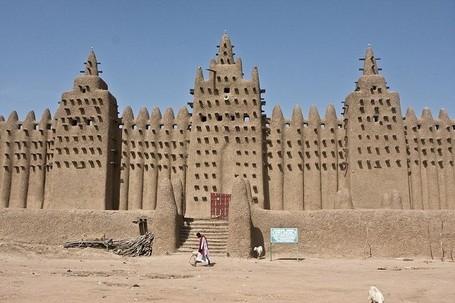 Unik! Masjid Agung di Afrika Terbuat dari Lumpur