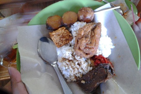 Nasi Jamblang Ibu Nur, Kuliner Cirebon yang Gaul di Twitter