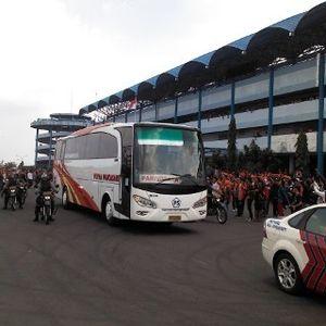 Demi Keamanan, Suporter Persija dan Persib Masuk Stadion Secara Terpisah