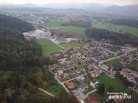 Pemandangan Kota Salzburg dari kereta gantung menuju Untersberg
