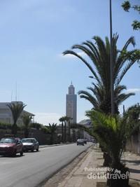 Menara Mesjid Hassan II sudah terlihat dari jauh