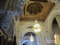 Dinding dan interior Mesjid Hassan II