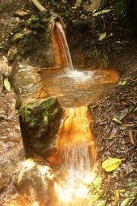Kolam kecil penampung air panas di dekat Air Terjun Blawan