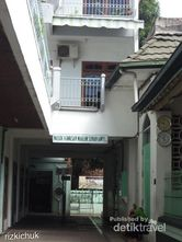 Wisata Religi ke Kawasan Masjid Sunan Ampel Yuk!