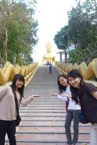 Anak tangga menuju Big Buddha