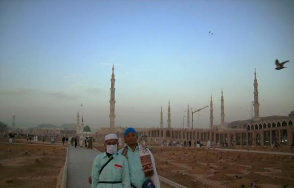 Berlatar belakang Masjid Nabawi