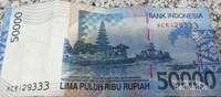 Gambar Pura Ulun Danu di uang rupiah