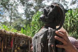 Suku Dani di Papua Punya Mumi & Tradisi Potong Jari!