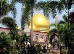 Kubah Emas, Inikah Masjid Paling Megah di Asia Tenggara?