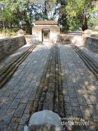 Makam panjang tiga paman Siti Fatimah Binti Maimun