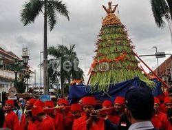 Berebut Hasil Bumi di Grebeg Syawal Yogyakarta