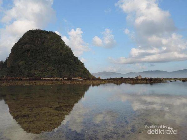 Bukit ikon Pulau Merah