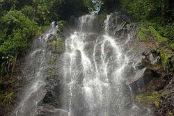 Yang Segar Habis Lebaran, Main Air Terjun di Bogor (1)