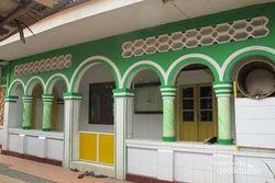 Masjid dengan Menara Pagoda Keren di Tangerang