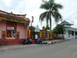 Harmonis! Masjid & Kelenteng Bersebelahan di Bangka