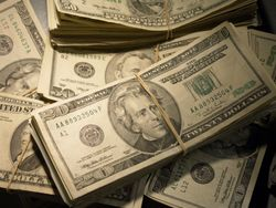 Menyiasati Rencana Traveling Saat Dolar Lagi Tinggi