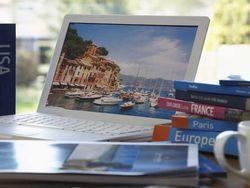 Mencari Informasi Panduan Wisata, Buku VS Internet
