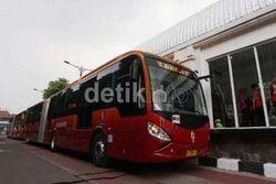 Seharian Keliling Jakarta Naik TransJakarta, Seru Juga!