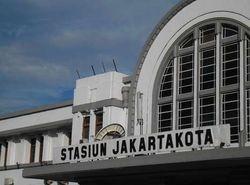 Blusukan Seru di Stasiun-stasiun Tua Jakarta