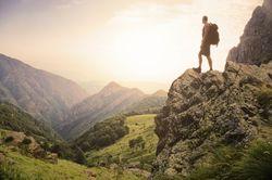 Petunjuk Naik Gunung yang Aman Meski Baru Pertama Kali