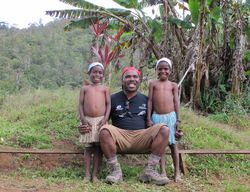 Orang Papua Pertama yang Menjual Puncak Carstensz