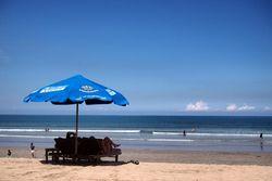 Begini Penampakan Pantai Kuta Bali di Kala Sepi