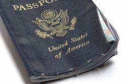 Bawa Paspor Kumal, Traveler Ini Dilarang Terbang