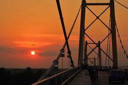 Pesona Sunset di Jembatan Barito, Kalimantan selatan