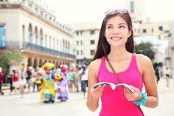 5 Cara Agar Tidak Kesepian Saat Traveling Sendirian