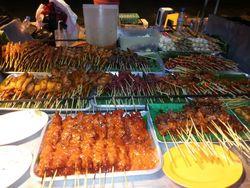 Berburu Kuliner Malam di Pantai Kamala, Thailand
