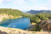 Bukan di Bangka, Ini Danau Biru Tomosu di Sawahlunto